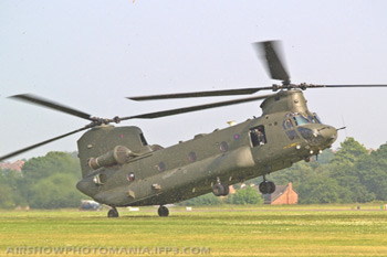Boeing-Vertol CH-47 Chinook HC2 (352) MA-001/B-812/M-7032 ZA670/AA at Cosford Air Show 2007