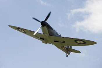 Al Murray flying in Spitfire at Duxford