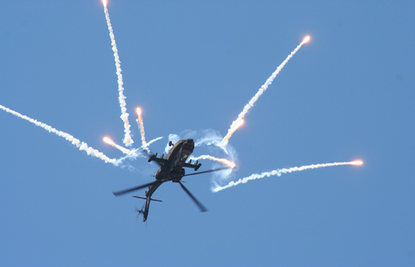 Boeing Apache AH-64 at KLu Open Day Gilze-Rijen Air Show 2005