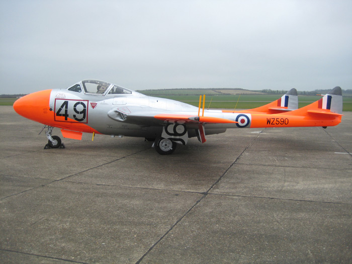 de Havilland Vampire WZ590 roll out at Duxford
