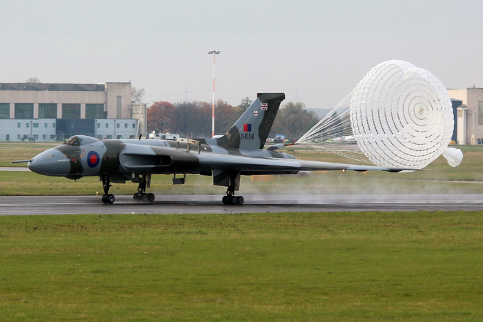 Vulcan XH558 makes her final flight - 28th October 2015