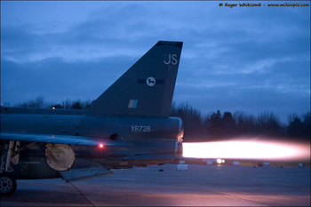 English Electric Lightning XR728 at the Bruntingthorpe Twilight Run 2009
