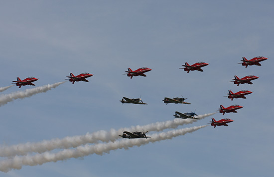 The Red Arrows with The Eagle Squadron