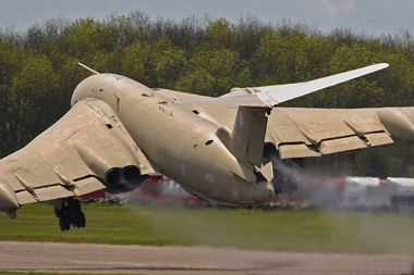 Handley Page Victor K2 XM715 Teasin Tina accidental takeoff at Bruntingthorpe Taxi Event, Leicestershire May 2009